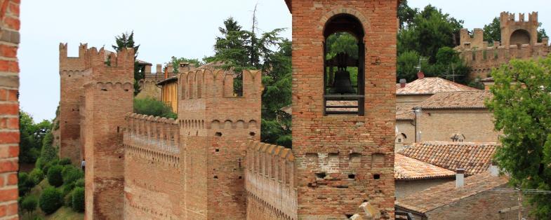 Vista delle mura di Gradara