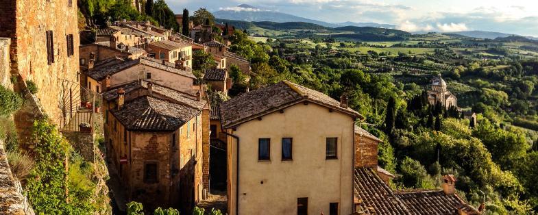 vista di Montepulciano e delle colline della Val d'Orcia