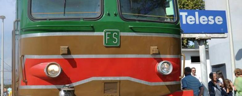 Il treno storico nella stazione di Telese
